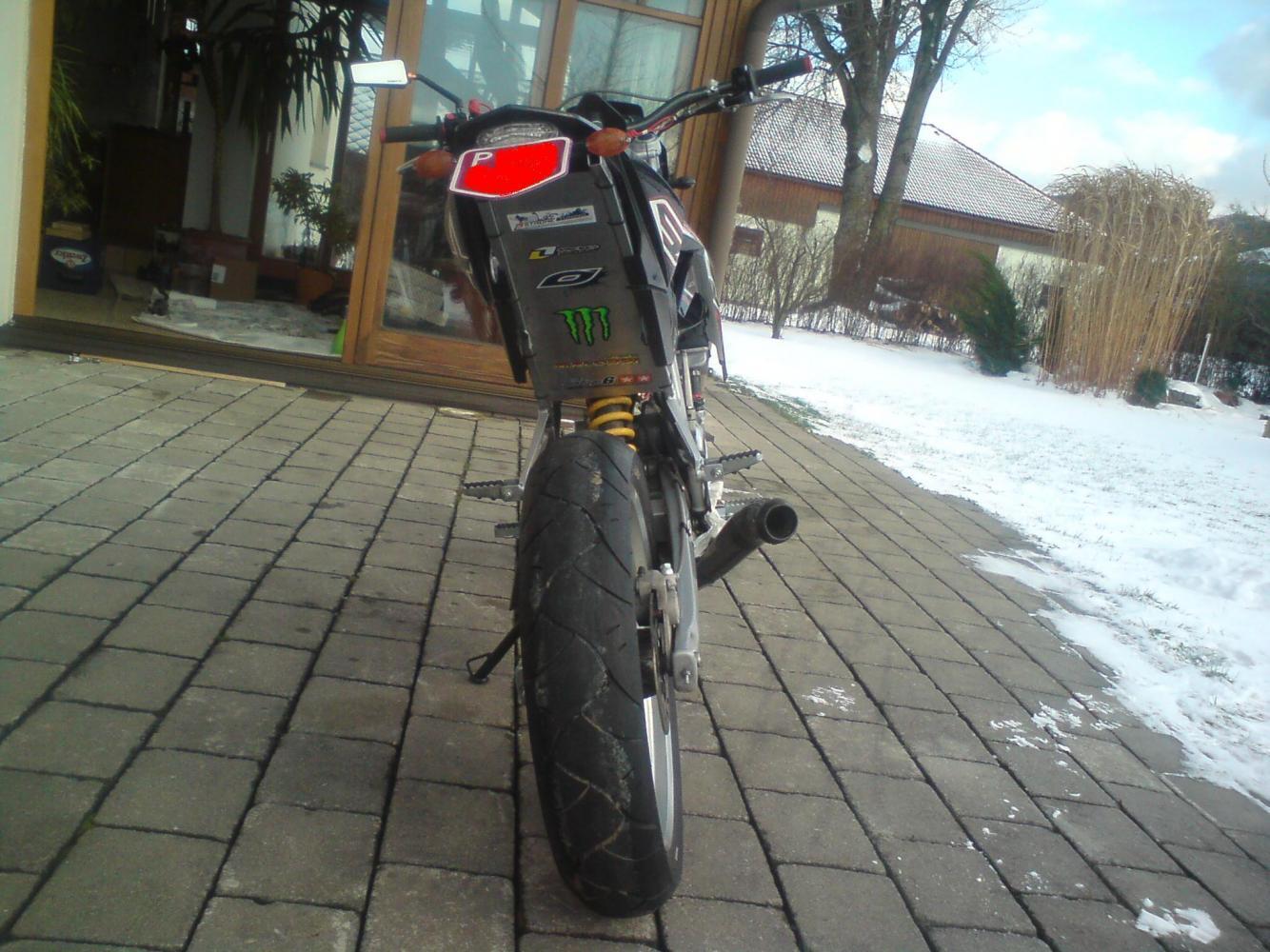 SX 8o<3