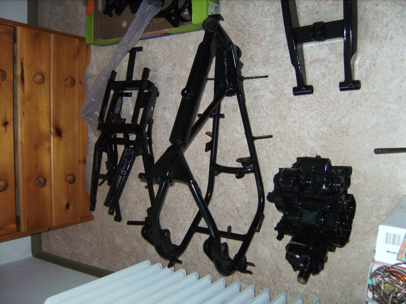Rahmen, Schwinge und Motor gepulvert