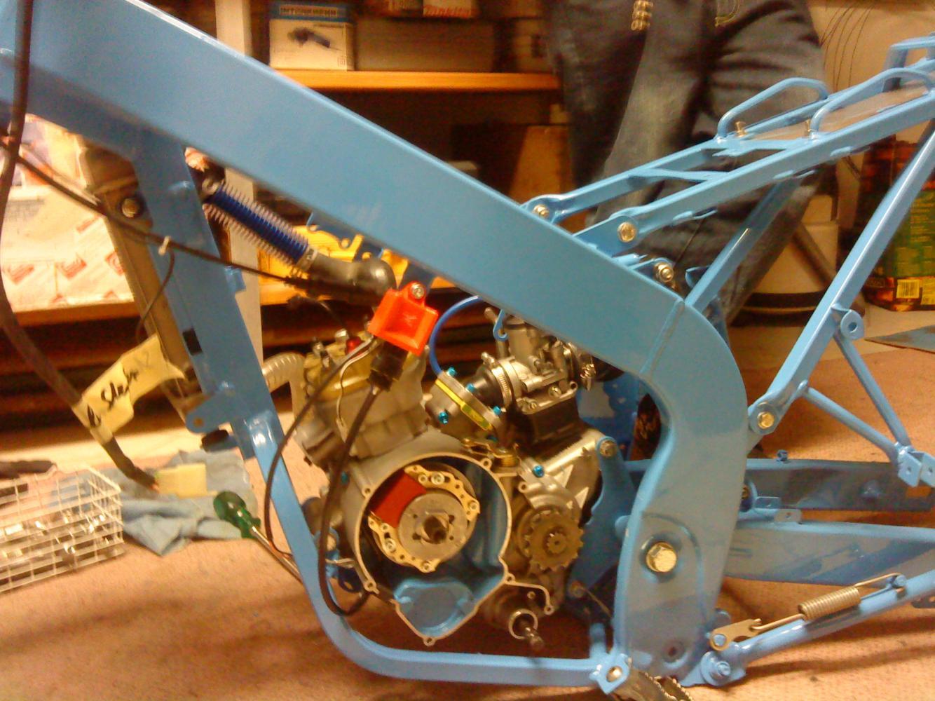 Rahmen lackiert und Motor wieder eingebaut mit Iro^^