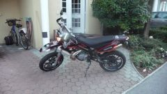 Black nd Red Derbi Senda